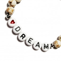 """Bracelet with the message """"Dream"""""""